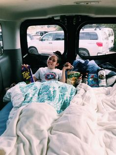 I want to buy a van and have sleepovers in it 😂 Bff Pictures, Best Friend Pictures, Friend Photos, Bff Goals, Best Friend Goals, Best Friends, Friends Forever, Vsco, Summer Goals