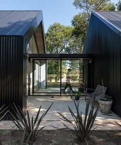 Modern Barn House, Modern House Design, Black House Exterior, Casas Containers, Shed Homes, Forest House, House Extensions, Exterior Design, Future House