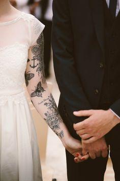 Une robe qui met parfaitement en avant des tatouages canons !