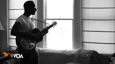 O soul gospel do jovem Leon Bridges nem precisou ter um álbum de estúdio lançado para ter seu som consolidado. Considerado uma das revelações da música do gênero, o cantor propõe em suas canções uma verdadeira experiência gospel romântica, com muita guitarra com riffs típicos da soul music e leves notas de blues.  www.youtube.com/watch?v=jPdzSFEVQss