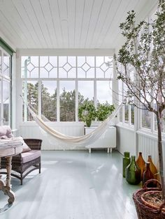 Hammock on a glass porch in a newly built house at the turn of the century. Decorative Water Fountain, Porches, Glass Porch, Sunroom Furniture, Outdoor Rooms, Outdoor Decor, Sunroom Decorating, Outdoor Ceiling Fans, Furniture Arrangement