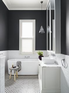 Modern and Breathtaking Black and White Bathroom Interior Design Ideas Bathroom Renos, Laundry In Bathroom, Bathroom Interior, Gray Bathrooms, Bathroom Renovations, Bathroom Black, Family Bathroom, Bathroom Vanities, Bathroom Small