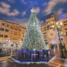 Hotels-live.com/annuaire - The sparkling tree at @thevenetianmacao in #Macau puts us in a festive mood on #ChristmasEve. Share your favorite holiday moments with #HotelsForTheHolidays for a chance to be featured! #ForbesTravelGuide by forbestravelguide https://www.instagram.com/p/_sK_wUnZcV/ via Annuaire des voyageurs https://www.facebook.com/332718910106425/photos/a.1059703267407982.1073741934.332718910106425/1117286238316351/?type=3