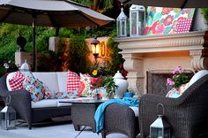 Want to throw a last minute summer party but don't know how to pull it all together? See these easy ideas for decorations, food, buffet table and theme ideas. Outdoor Rooms, Outdoor Living, Outdoor Furniture Sets, Outdoor Decor, Outdoor Areas, Summer Party Decorations, Backyard Paradise, Partys, Porch Decorating