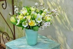 What a great Spring Arrangement. Really make the vase stand out.