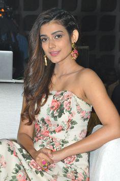 Nagarjuna's new heroine Akanksha singh Lovely Girl Image, Girls Image, Indian Actresses, Actors & Actresses, Sexy Jeans, Photos Of Women, Bollywood Stars, Beautiful Indian Actress, Celebs