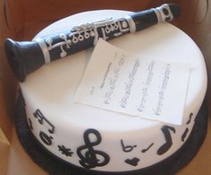 This cake has a clarinet on it Alex was a lucky person I want this