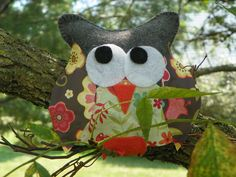Stuffed owl made from felt and cardstock.