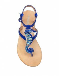 Notre sélection de sandales : http://www.femmeactuelle.fr/mode/accessoires-mode/tendance-shopping-sandales-plates-nu-pieds-tongs-sexy-15398 (les nu-pieds de San Marina).