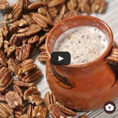Atole de nuez Atole Recipe, Champurrado, Mexican Food Recipes, Ethnic Recipes, Winter Drinks, Peanut Butter, Beverages, Mi Life, Cooking Recipes