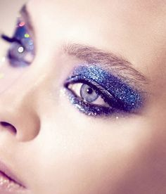 Adventurous Blue Glitter Eye Make-Up