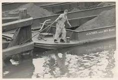 Mijn schoonvader: Jaap Van Hasselt op een van de kolenschuiten van de Jansen.