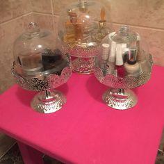 DIY display makeup   #diy #fuchiapink #chalkpaint #cadenceboya #cakestands for #makeup #display #bathroomdesign