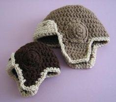 Baby aviator hat pattern for crochet Bonnet Crochet, Crochet Baby Hats, Crochet Beanie, Cute Crochet, Crochet For Kids, Crochet Crafts, Crochet Yarn, Crochet Clothes, Crochet Projects