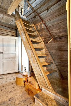 Stair would work well in a cabin. Rustic Stairs, Metal Stairs, Concrete Stairs, Modern Stairs, Cottage In The Woods, House In The Woods, Tiny House Stairs, Railing Design, Interior Stairs