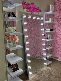 Cute Bedroom Decor, Bedroom Decor For Teen Girls, Room Design Bedroom, Teen Room Decor, Room Ideas Bedroom, Girl Apartment Decor, Bedroom Themes, Beauty Room Decor, Deco Studio