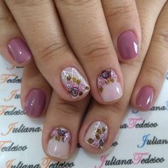20.9 mil seguidores, 300 seguindo, 1,411 publicações - Veja as fotos e vídeos do Instagram de ❤️💅Juliana Tedesco ❤️💅 (@juuhtedescoo) Finger, Beauty Tutorials, Spring Nails, Toe Nails, Flower Designs, Nail Art Designs, Acrylic Nails, Nail Polish, Hair Beauty