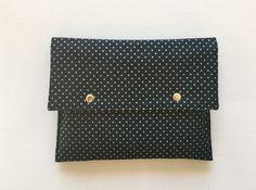 Pochette bleu marine pois et étoiles dorés intérieur plastifié : Sacs à main par only-by-elise