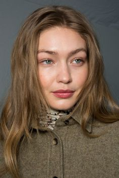 Best of Beauty Photos Paris Fashion Week Fall See the best of backstage beauty from the designer runway shows at PFW Fall 2019 Bella Hadid Hair, Gigi Hadid Hair, Bella Hadid Style, Half Up Half Down Hair, Grunge Hair, Beauty Photos, Pretty People, New Hair, Hair Inspiration
