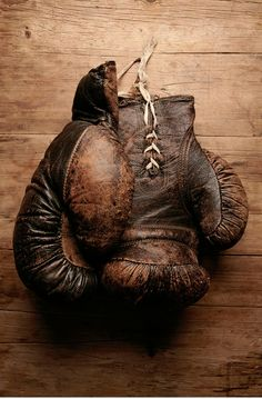 vintage leather gloves- Learn to box. Arte Hip Hop, Photocollage, Its A Mans World, Vintage Box, Vintage Gloves, Vintage Sport, Vintage Items, Boxing Gloves, Earth Tones