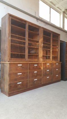 sch ner alter apothekerschrank industrial design im retrosalon schrank m bel und. Black Bedroom Furniture Sets. Home Design Ideas