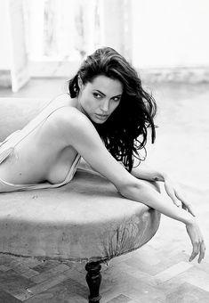 Beautiful Angelina Jolie! ♥ Like my pins? Pls share and visit my celebrity site at www.celebritysize... ♥ #celebritysizes