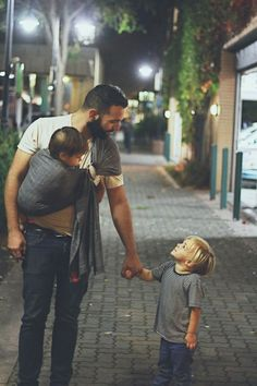 20 photos showing that there's no more heart-warming sight than a man with his children Fathers Love, Father And Son, Mom And Dad, Family Goals, Family Love, Family Night, Beautiful Family, Photo Couple, Jolie Photo