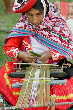 Speaking Out for Weaving Traditions. Four hundred weavers of the Americas gathered in Urubamba, Peru, in the Sacred Valley near Cusco for Tinkuy de Tejedores 2010. | Clothroads
