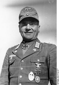 General of Panzertroops Hans Cramer wearing tropical uniform. Note the combination of collar Litzen (collar insignia) with Panzer skulls on the lapels.