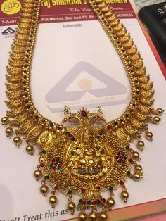 Great Advice On How To Purchase Jewelry. You need have a basic knowledge of jewelry before you engage in the purchase or sale of precious pieces. Gold Haram Designs, Gold Earrings Designs, Gold Jewellery Design, Gold Jewelry, Gold Necklace, Necklace Designs, Pearl Jewelry, Indian Jewelry, Antique Jewelry