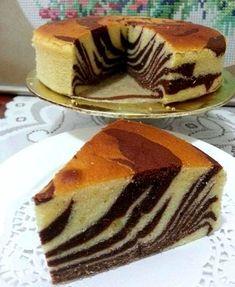 Chec marmorat ( sau checul zebra ) • Gustoase.net Marble Cake Recipes, Pound Cake Recipes, Dessert Recipes, Food Cakes, Cupcake Cakes, Eggless Sponge Cake, Marmer Cake, Asian Cake, Butter Cupcakes
