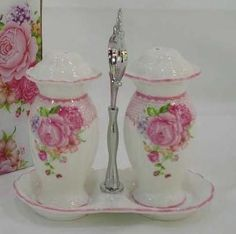 roses - salt & pepper shakers <> (pretty bits 'n bobs)