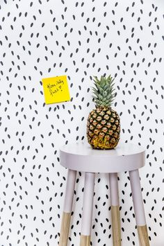 Et non woven-tapet. Wallpaper Size, Wallpaper Online, Colorful Wallpaper, Wall Wallpaper, Pattern Wallpaper, Teenage Room, Wallpaper Calculator, Cool Patterns, Designer Wallpaper