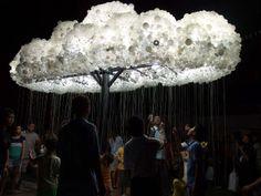 Cloud. Festival de Luz internacional iLight Marina Bay. 25 instalaciones de luz innovadoras y ambientalmente sostenibles procedentes de distintos países en el paseo marítimo de Marina Bay de Singapur.