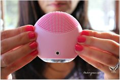 Foreo Luna mini has no bristles. It has tiny silicone touch points instead. This means the device stays much more hygienic as there is no brush that collects all the dirt. It also means once you invest in Luna Mini, you don't have to keep buying extra brush heads.