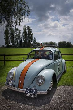 Retro VW Beetle / racing stripe and number