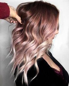 17 Rose Gold Haare als Inspiration 17 Rose Gold Hair as inspiration What do Rose Gold hair look like? Here are 17 different hair styles in rose gold. The post 17 Rose Gold hair as inspiration appeared first on Colorful Hair Diy. Hair Color And Cut, Ombre Hair Color, Faded Hair Color, Blonde Hair With Color, Fun Hair Color, Brunette Color, Blond Rose, Rose Gold Hair Blonde, Balayage Hair Rose