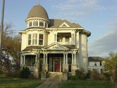 1898 Queen Anne located at: 769 Samuels Ave, Fort Worth, TX 76102