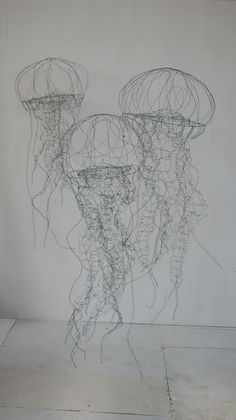 objets fils de fer sculptures et objets: Installation in wire contemporary art sculpture installation of jellyfish Sculptures Sur Fil, Sculpture Art, Wire Sculptures, Sculpture Ideas, Sculpture Garden, Boli 3d, Stylo 3d, Art Fil, Home Decoracion