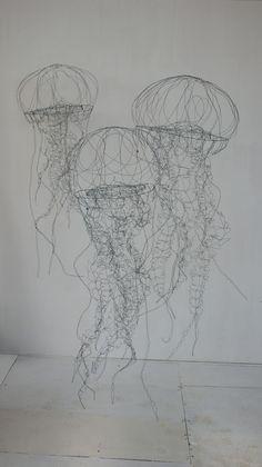 objets fils de fer sculptures et objets: Installation in wire contemporary art sculpture installation of jellyfish Boli 3d, Wire Art Sculpture, Wire Sculptures, Sculpture Ideas, Sculpture Projects, Abstract Sculpture, Sculptures Sur Fil, Stylo 3d, Art Fil