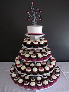 This cupcake cake shows a mini cake at the top which the bride and groom can cut at the wedding - this is definitely what I have in mind