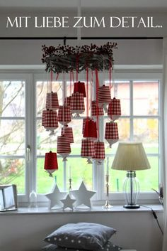 Advent bei mir.. Mein Adventkalender - paper cups, ribbon, beads, crepe paper - by Mit Liebe zum Detail (blogspot). Some instructions in Austrian.