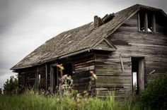 Abandoned House - Non-Commercial License - No Attribution Required Abandoned Houses, Old Houses, Mother Family, Mobile Home, Free Stock Photos, Free Images, Mansions, Architecture, House Styles