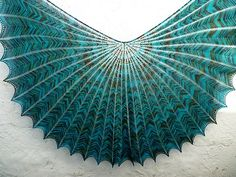 Fuente: http://www.ravelry.com/patterns/library/hypernova---shawl-and-shawlette