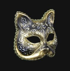 The cat, as prince of the fables, will add a touch of ironic intrigue to your look.