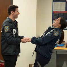 Brooklyn 9 9, Brooklyn Nine Nine, Brooklyn 99 Actors, Best Tv Shows, Favorite Tv Shows, Series Movies, Movies And Tv Shows, Disney Channel, Jake And Amy