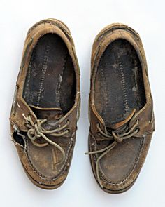 """A New England Classic """" Sperry Top-Sider is the original brand of boat shoe designed in 1935 by Paul Sperry. Top-Siders were the first boat shoes introduced into the boating market and have never. Only Shoes, Sperry Top Sider, Walk On, Look Cool, Sperrys, Boat Shoes, Men's Shoes, Moccasins"""