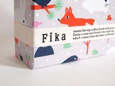 北欧好きにはたまらない、伊勢丹新宿本店限定の「Fika(フィーカ)」。 北欧の絵柄がかわいいお菓子です。 いつものデザイ ...