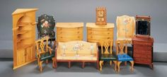 Apples - An Auction of Antique Dolls: 279 American Wooden Dollhouse Furnishings by Tynietoy