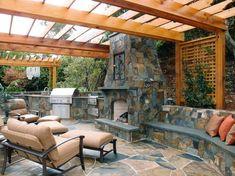 außenküche selber bauen holz pergola steinplatten sessel ergonomisch sofa kissen